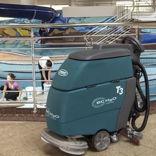 Tennant T3 battery scrubber dryer swimming pool side floor scrubber